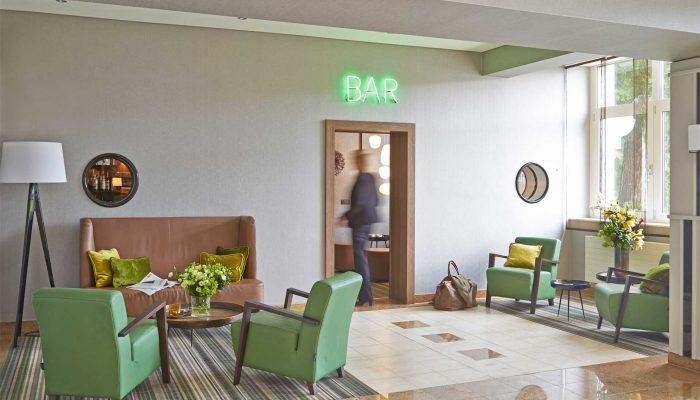Halle Bar